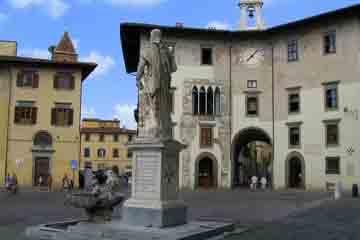 Pisa - Frumoasa Piazza dei Cavalieri