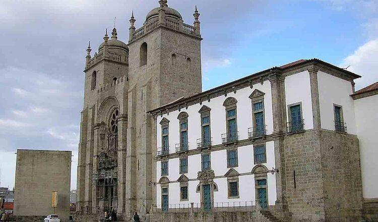 Claustrul Catedralei Se