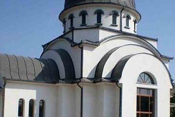 Targu Jiu - Casa si biserica lui Cornea Brailoiu
