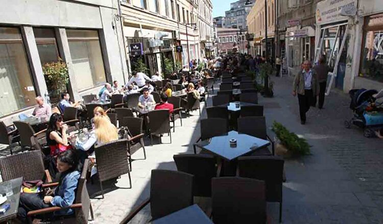 Inchiderea teraselor la ora 22.00 va falimenta Centrul Vechi