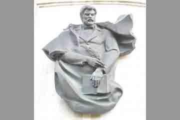 Chisinau - Monumentul scriitorului Ion Creanga