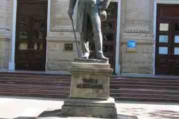 Chisinau - Monumentul poetului Vasile Alecsandri