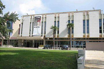 Tirana - Galeria de Arta Nationala