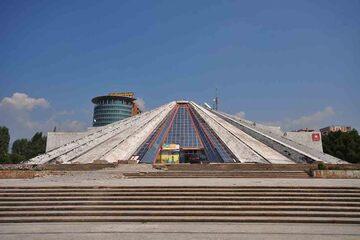 Tirana - Centrul Cultural Piramida