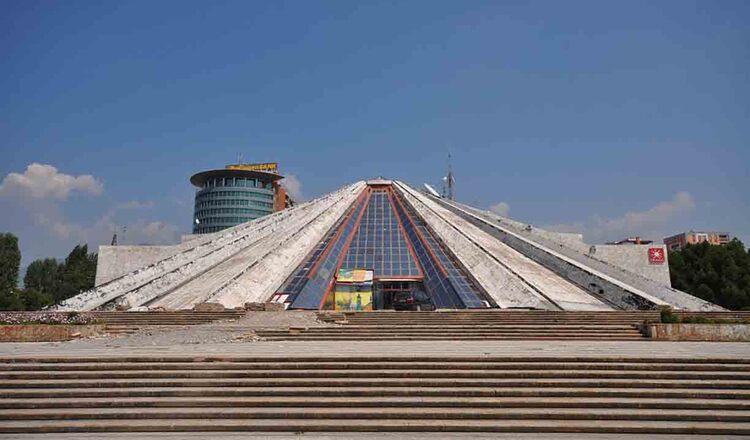 Centrul Cultural Piramida