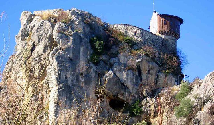 Castelul Petrela