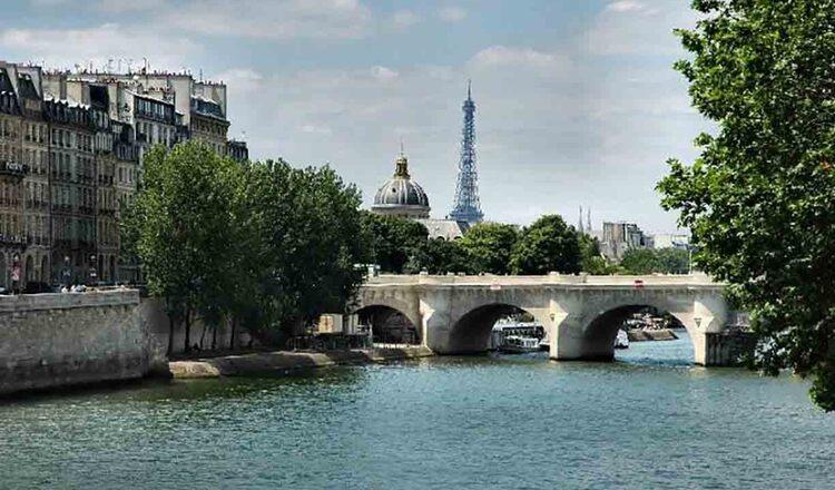 Plimbare cu vaporul pe Sena