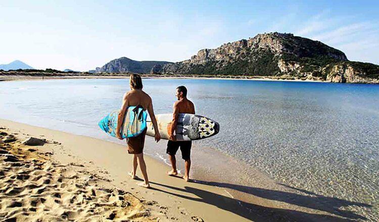 Surfing in jurul Insulei Paros