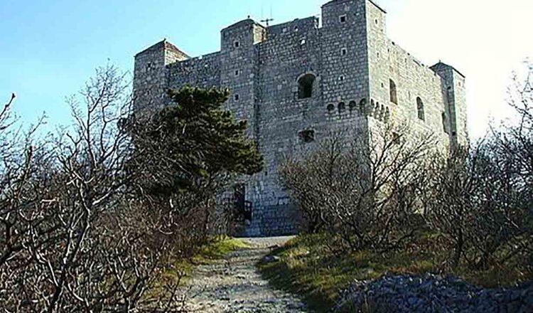 Cetatea Nehaj