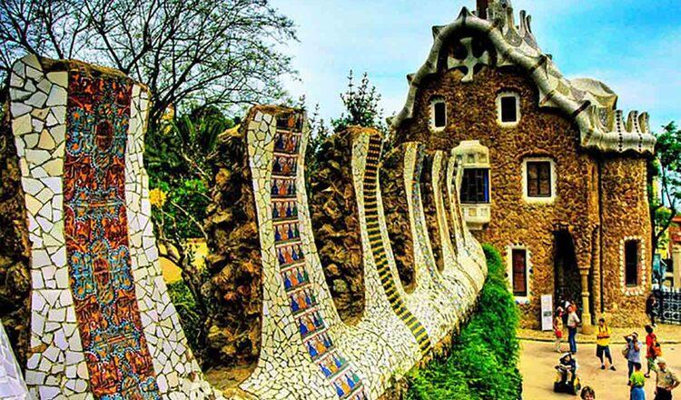 Parcul Güell - expresia colorata si plina de viata a viziunii marelui Gaudi