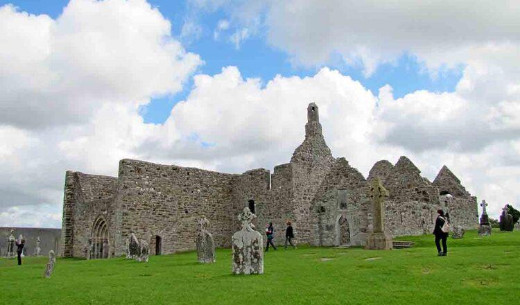 Obiective turistice Clonmacnoise din Irlanda