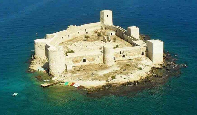 Castelul din Kizkalesi