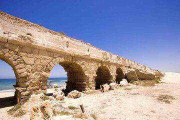 Caesarea - Ruinele apeductului roman