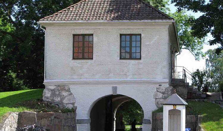 Poarta Bastion