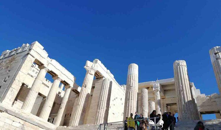 La sud de Acropole